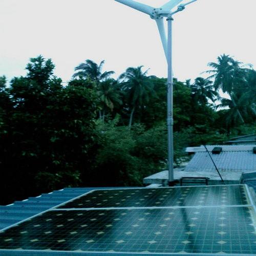 H2.7-500w wind solar hybrid generator system